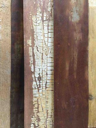 Association ; tôle ancienne, pin ancien et poutre associé, mêm tonalité