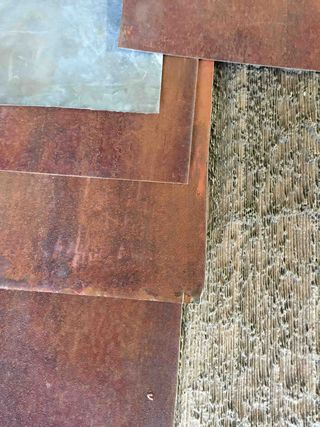Tôle rouillée et bois texturé
