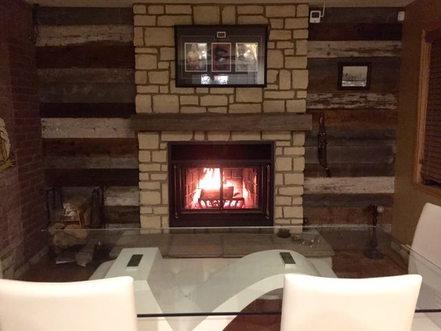 manteau de cheminée et bois de grange